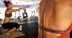 Bikram Yoga. Qué es, sus pros y sus contras.